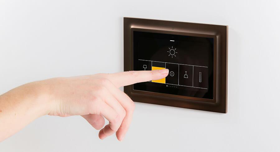 IOtouch est une serie d'interrupteurs tactiles haut de gamme, multi-usages, connectés à un serveur KNX. NoDesign est intervenu sur le design du produit, des gammes des différents interrupteurs et de […]
